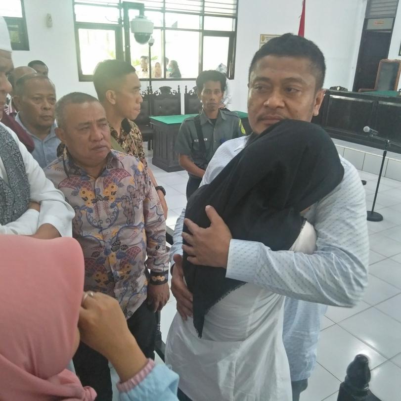 Bupati Busel Nonakitf Divonis 8 Tahun Penjara, 2 Tahun